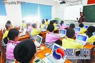 智慧教室:老师上课不拿粉笔 黑板变成电子白板